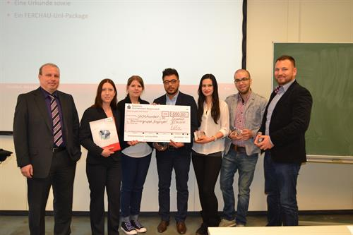 Peter Johannesberg (left) award the students (from the left to the right) Daniela Senkler, Natascha Amelung, Abdeladim Aquil, Buket Danyeli, Youssef Boukhou and Daniel Martens with a prize.