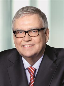 portrait photo of Dr. Dr. h.c. Faßbender