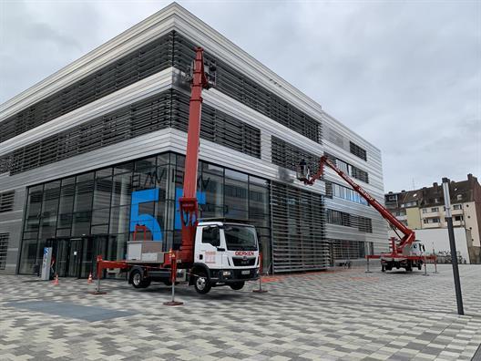 Window and facade cleaning at the Düsseldorf University of Applied Sciences