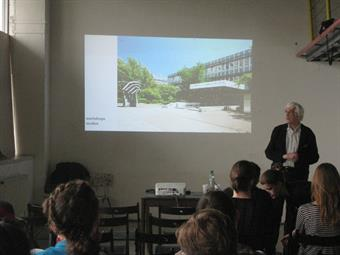 Presentation of HSD at the Academy of Fine Arts in Bratislava: 25 April 2016, Florian Boddin presents the HSD and the Faculty of Design to 40 students at the Academy of Fine Arts in Bratsilava