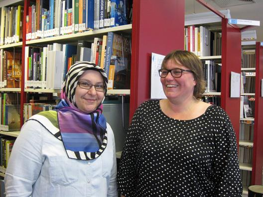 Fatma Kabaoğlu, Istanbul Commerce University, and Elke Reher, deputy director , in the university library at HSD