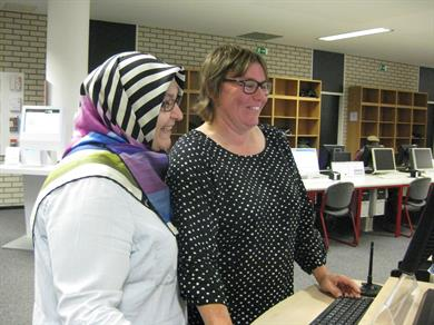 Fatma Kabaoğlu, Istanbul Commerce University, and Elke Reher, deputy director, searching for literature