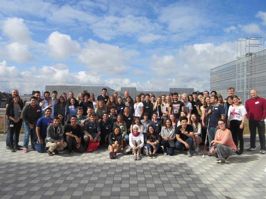 exchange students from all over the world on the roof of building 3 on the new campus in Düsseldorf-Derendorf